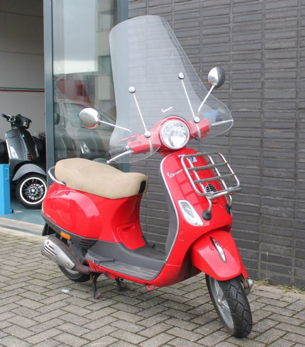 bikeselect occasion gebruikte scooter bromfiets vespa lx 4t 45km bromscooter. Black Bedroom Furniture Sets. Home Design Ideas
