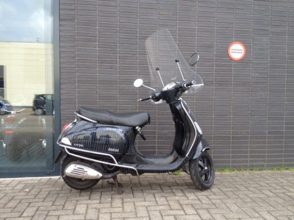 bikeselect occasion gebruikte scooter bromfiets vespa lx 2t 25km snorscooter. Black Bedroom Furniture Sets. Home Design Ideas