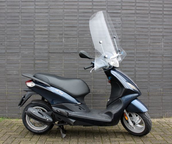 bikeselect occasion gebruikte scooter bromfiets piaggio fly 4t 25km snorscooter. Black Bedroom Furniture Sets. Home Design Ideas